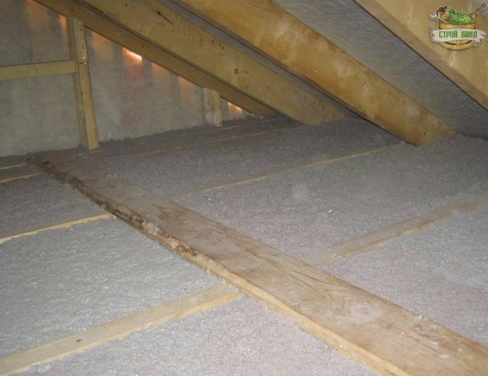 Как утеплить потолок в бане с холодной крышей своими руками - построй