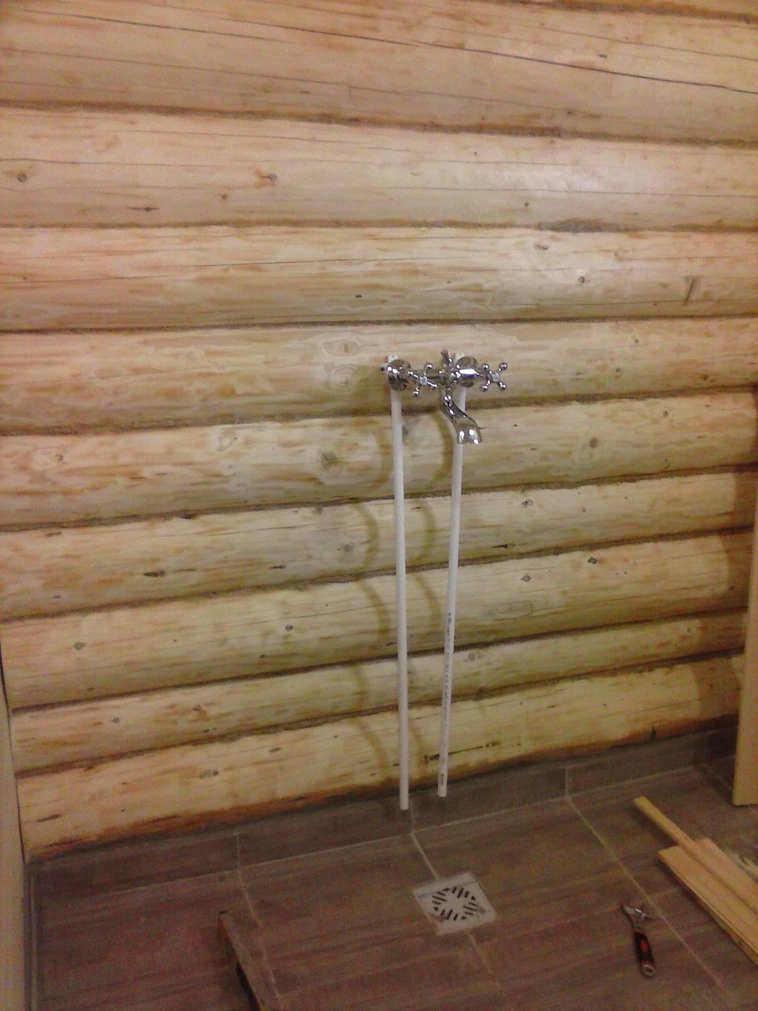 Летний и зимний водопровод для бани: особенности, характеристики и способы монтажа