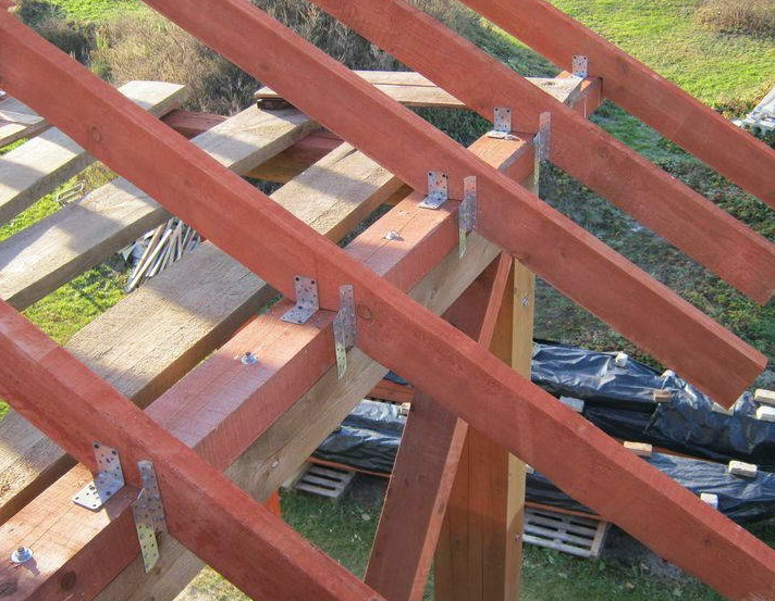 Крепление мауэрлата к стене: шпильки к армопоясу, способы, расстояния между анкерами