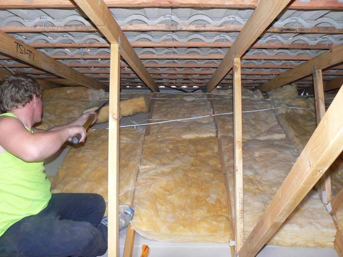 Утепление потолка в бане с холодной крышей
