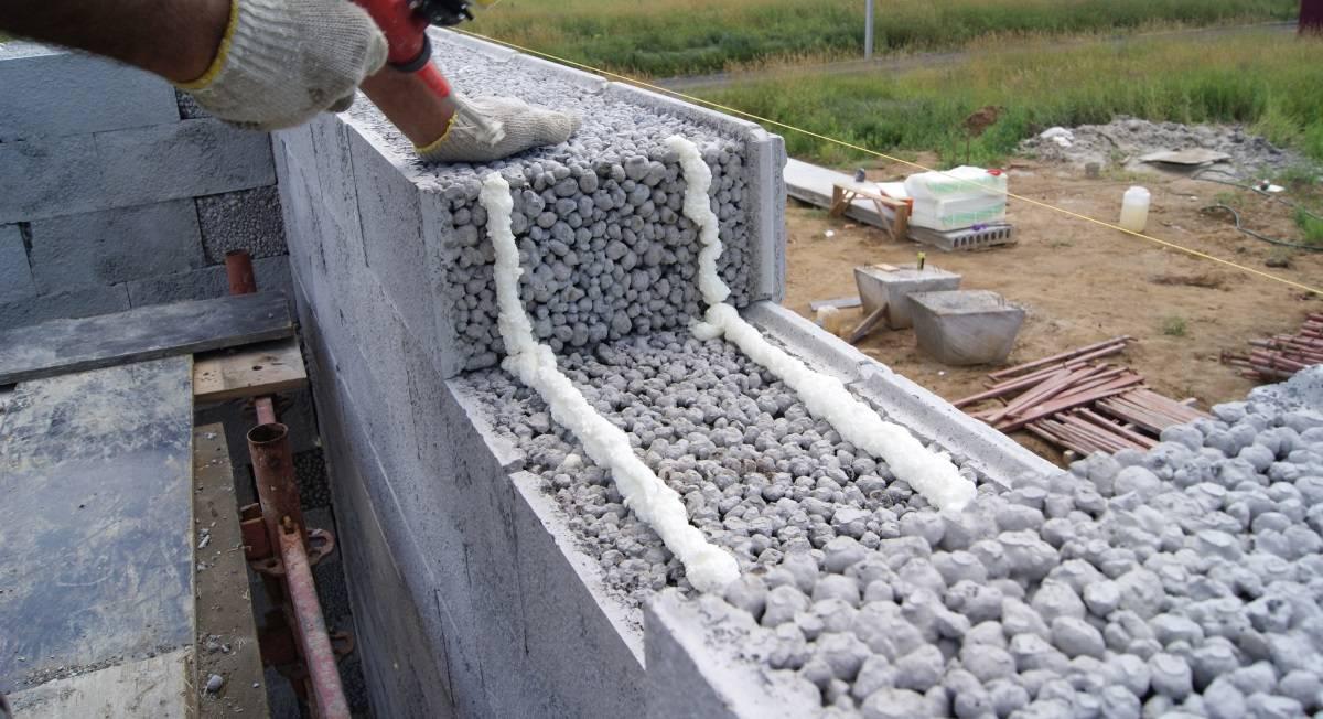 Утепление стен перлитом: как утеплять, применяемые технологии для потолка, стен и чердака, срок эксплуатации и насколько теплая стена с перлитом