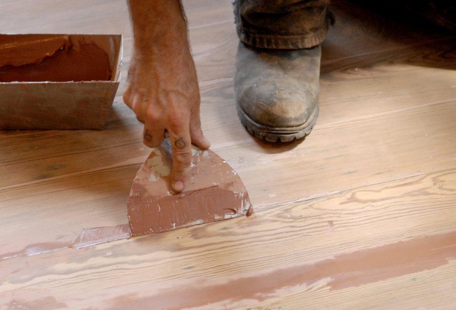 Как и чем заделывать трещины в древесине - 6 популярных способов