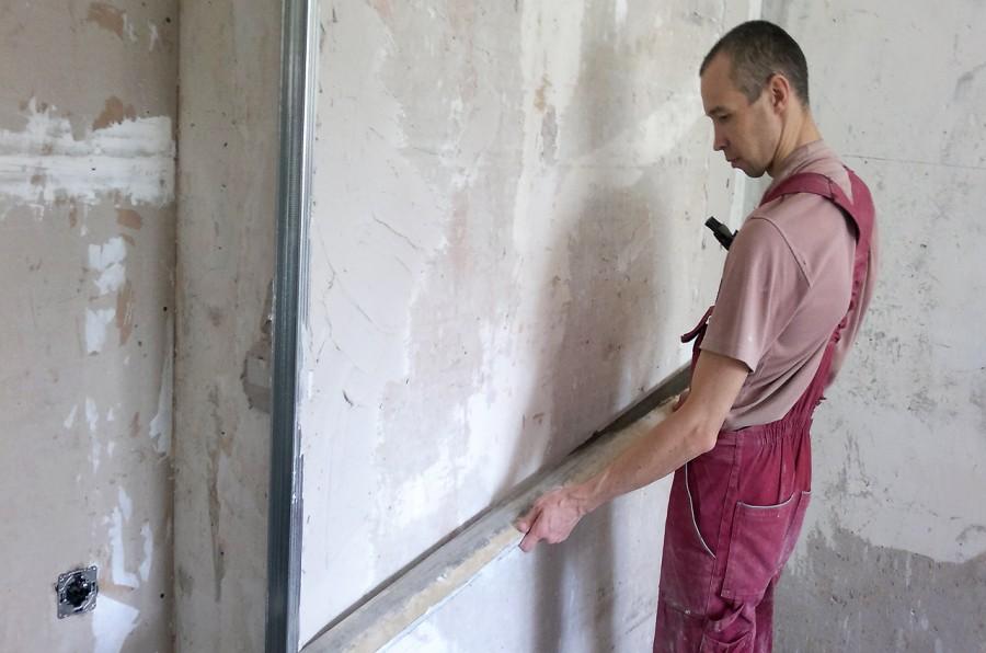 Как выровнять стены в квартире своими руками?
