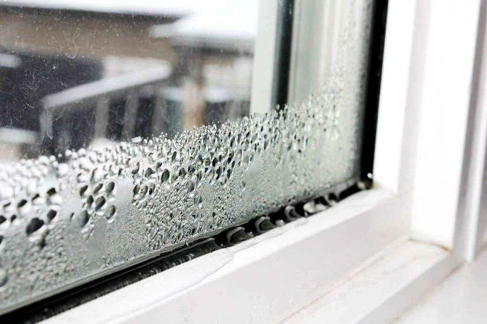 Почему текут пластиковые окна: причины, что делать, как с этим бороться, зимой