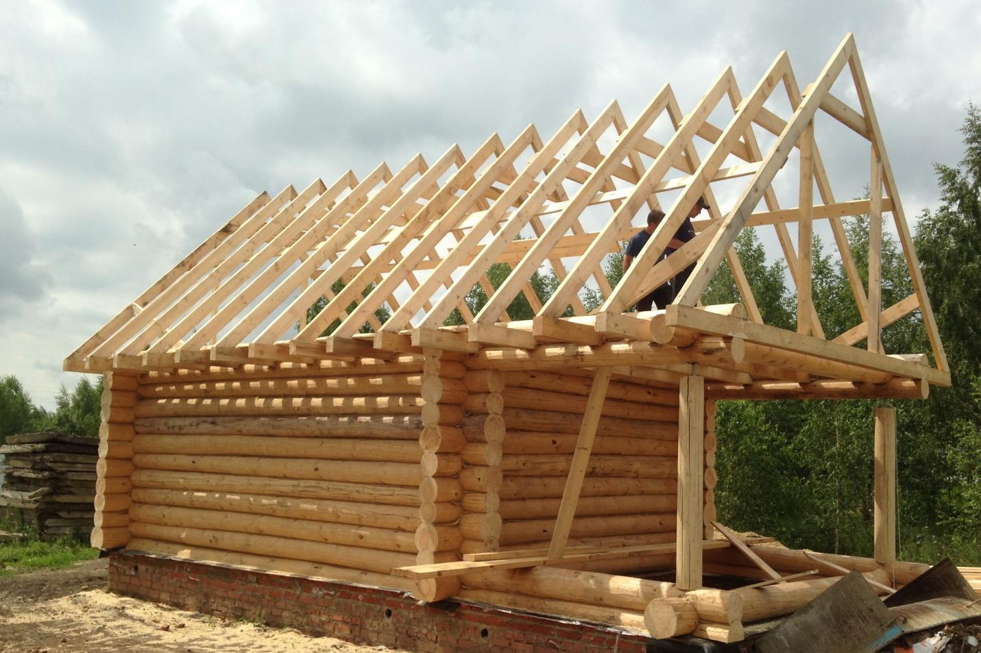 Установка крыши на баню