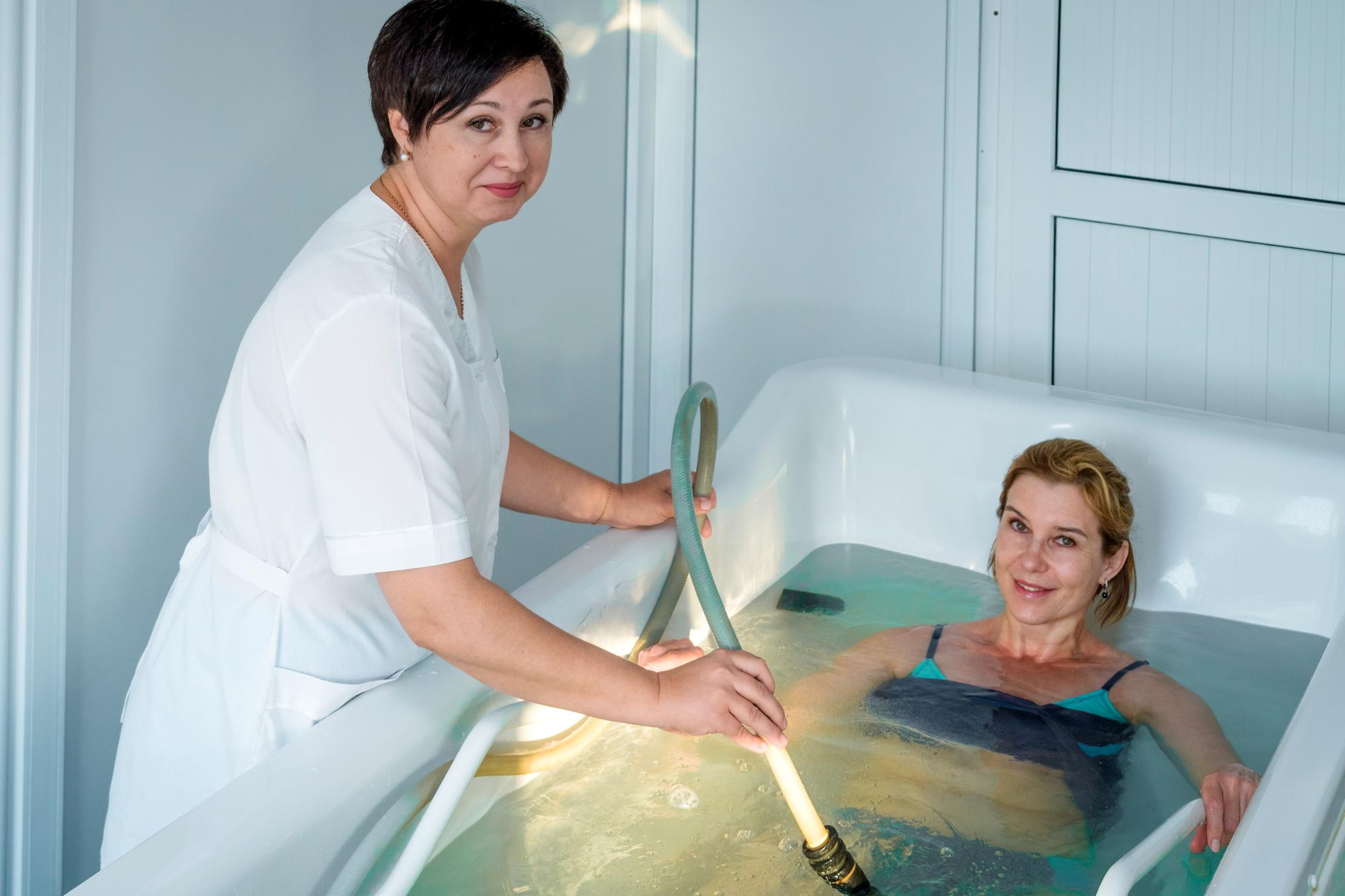 Чем полезен для спины гидромассаж и есть ли у него противопоказания?