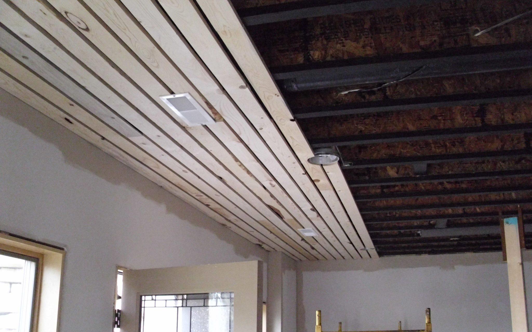 100 идей отделки потолка в деревянном доме, фото из частных домов