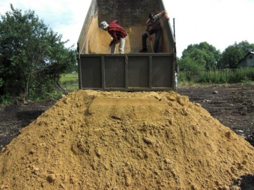 Как сделать песчаную подушку под фундамент дома