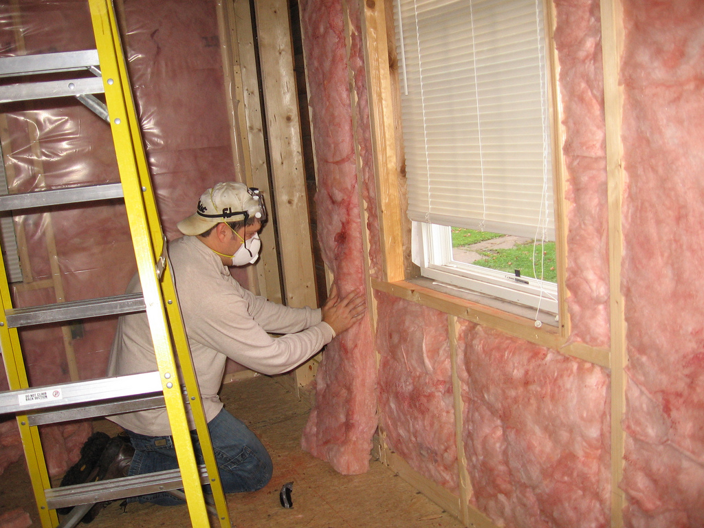 Чем утеплить стены дома изнутри: выбираем внутренний утеплитель