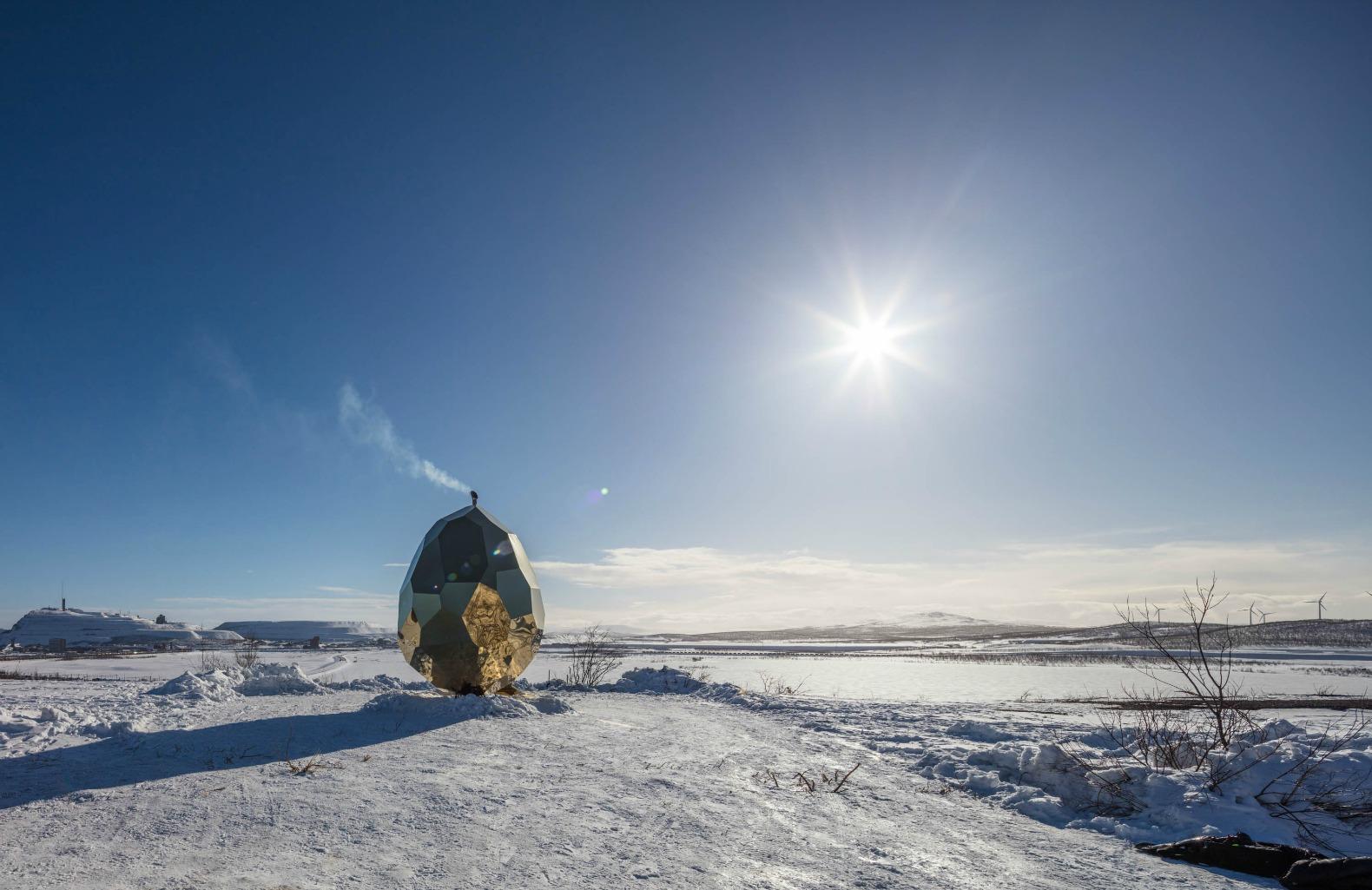 Сауна в виде золотого яйца — Solar Egg