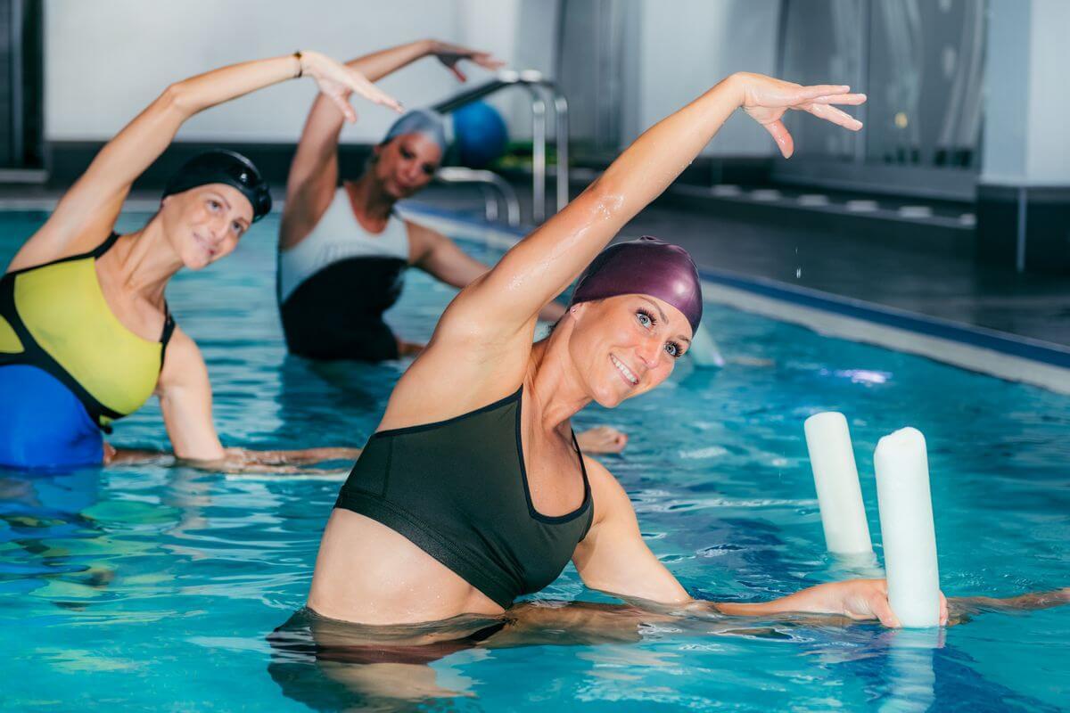 Аквааэробика для похудения: что это такое, польза и противопоказания, эффективность, комплекс упражнений