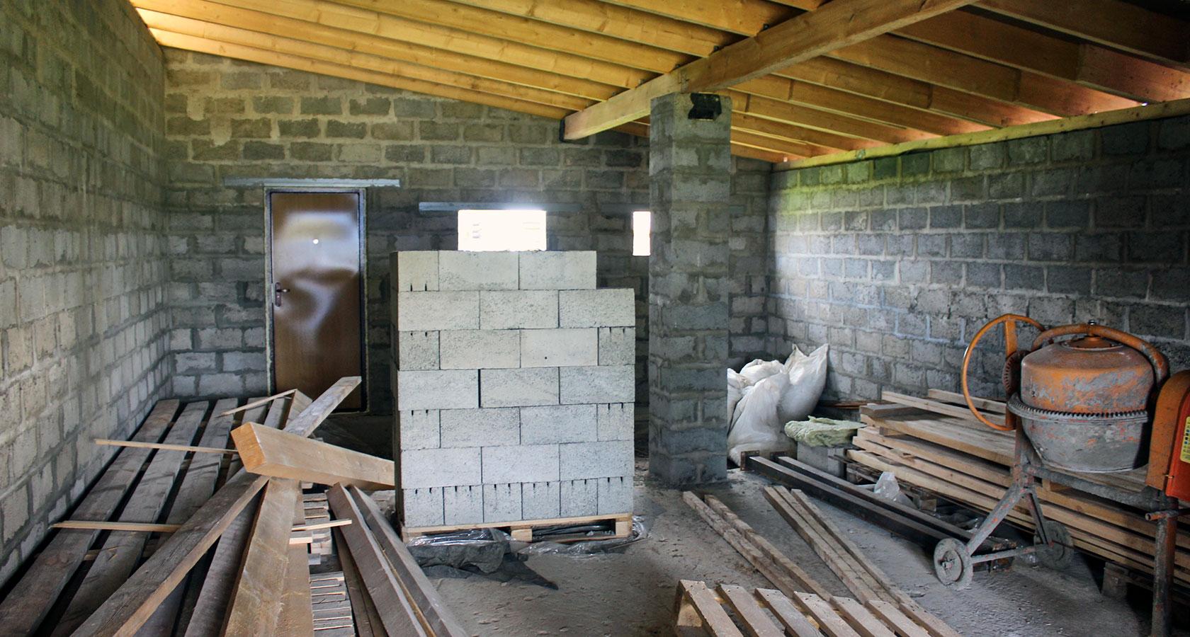 Что лучше пеноблок или шлакоблок, керамзитобетон или газоблоки: как правильно выбрать материал для строительства