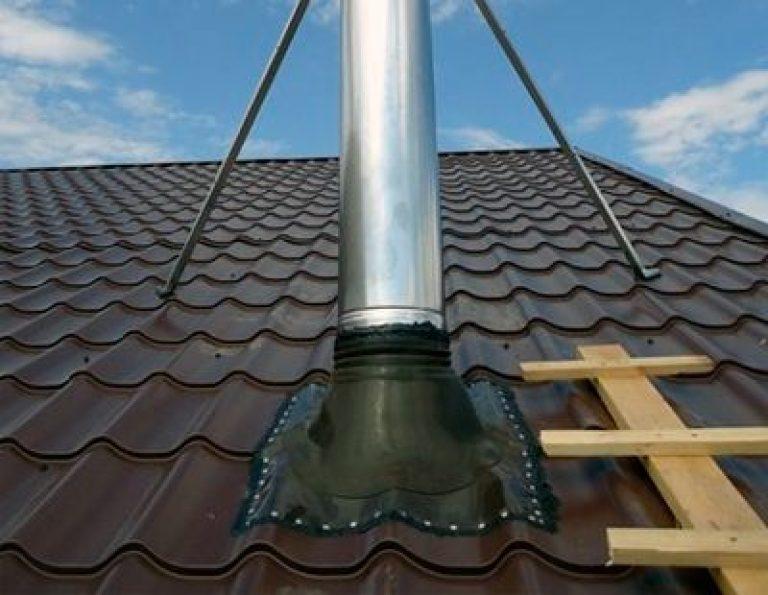 Обустройство прохода трубы через крышу из металлочерепицы