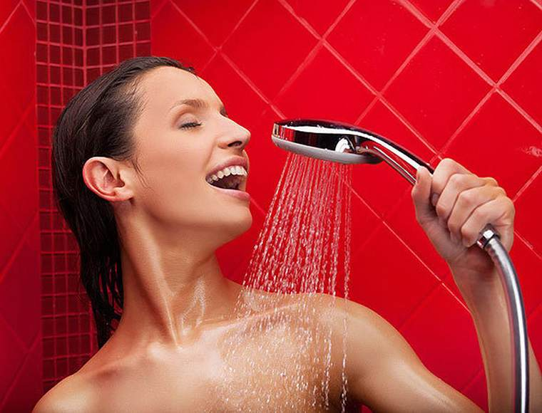Контрастный душ в бане – настоящая «богатырская забава». Польза или вред?