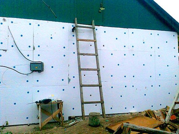 Особенности монтажа пенополистирола на стены: как экструдируют материал, особенности крепления, фото и видео