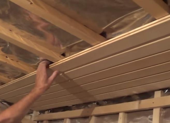 Как правильно сделать потолок в бане своими руками
