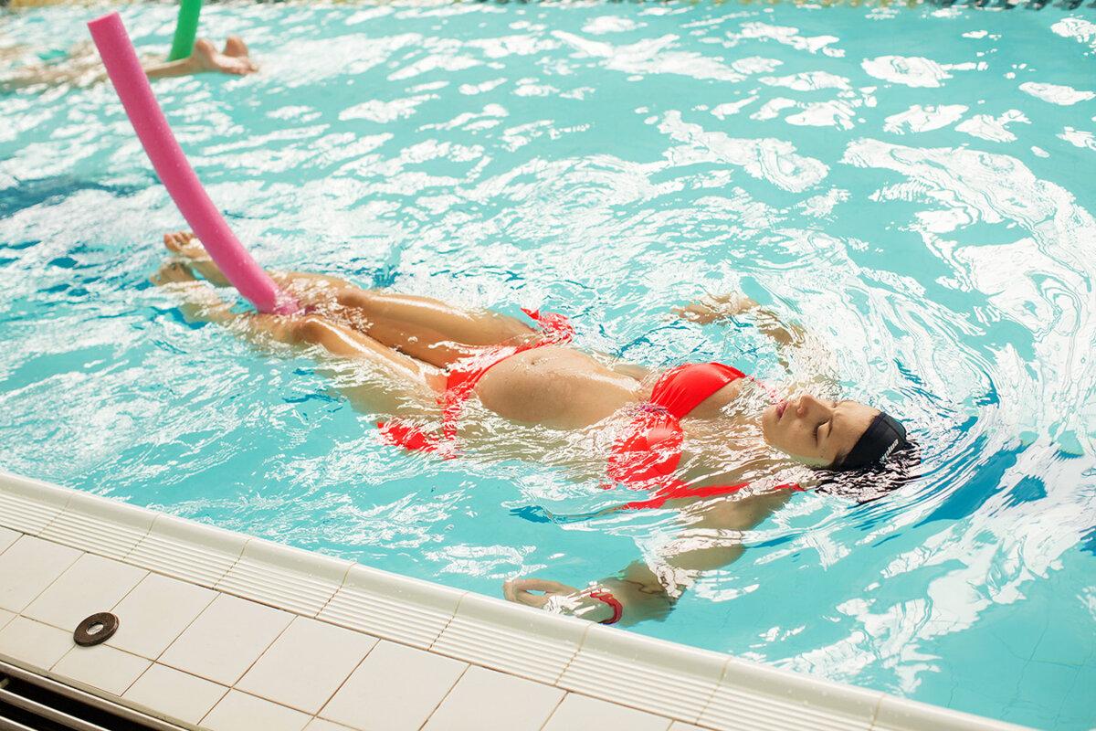 Как правильно похудеть в бассейне? Эффективные упражнения и способы тренировок
