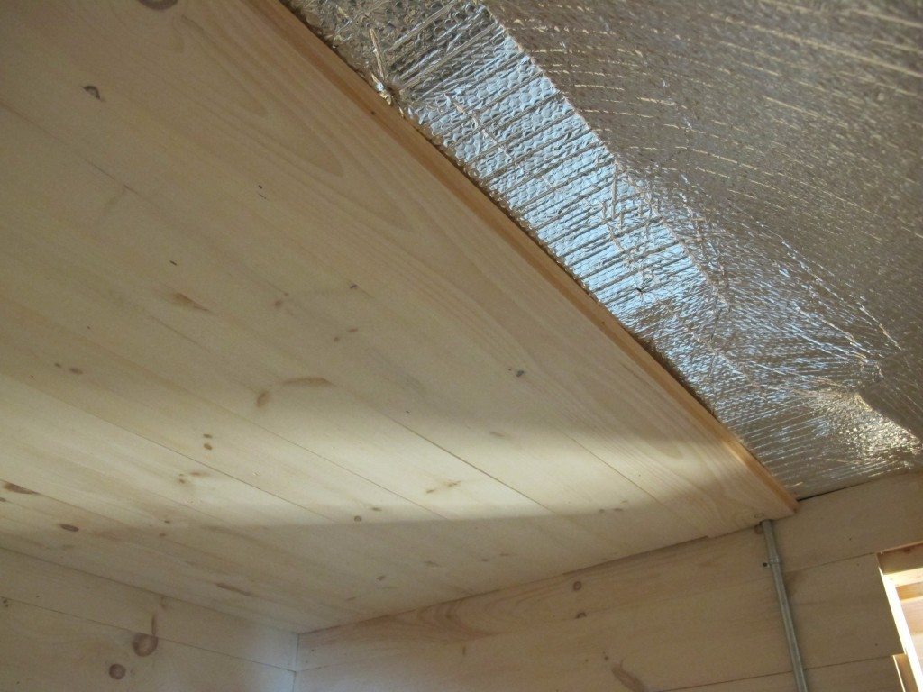 Как утеплить потолок бани, чем лучше это сделать