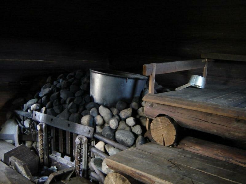 Баня по-черному своими руками - этапы и особенности возведения