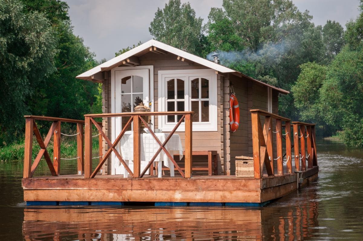 Баня на реке и на берегу реки: преимущества, недостатки. особенности строительства бани на реке и берегу реки | построить баню ру