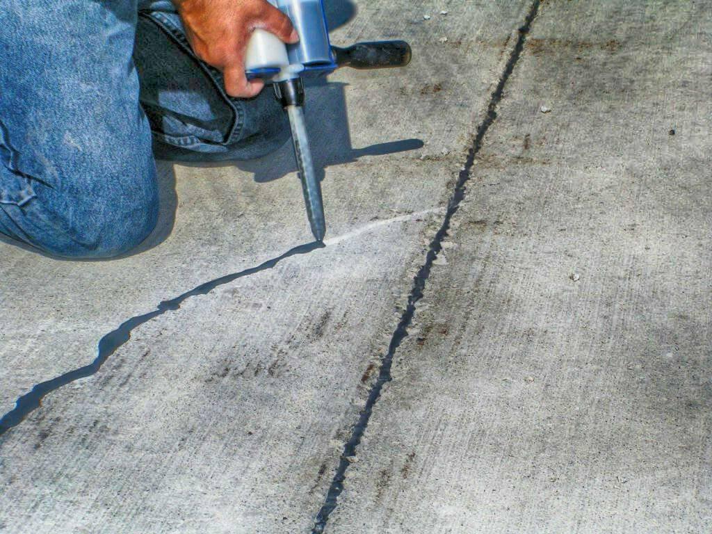 Почему трескается цементно-песчаная стяжка и как заделать трещины своими руками