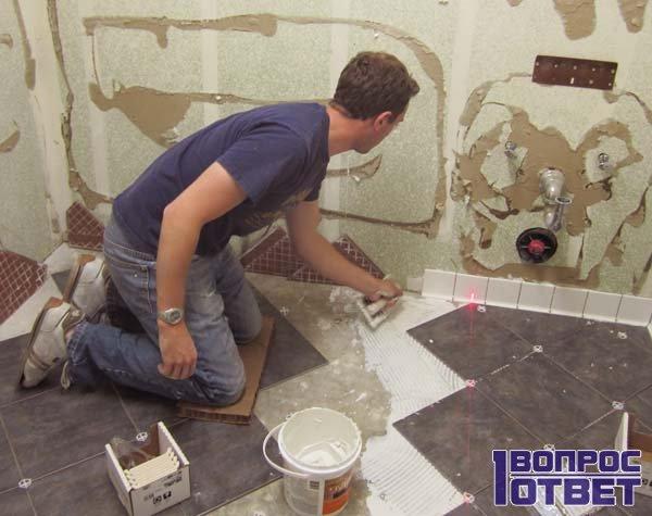 Деревянный дом: как положить плитку на пол и стены