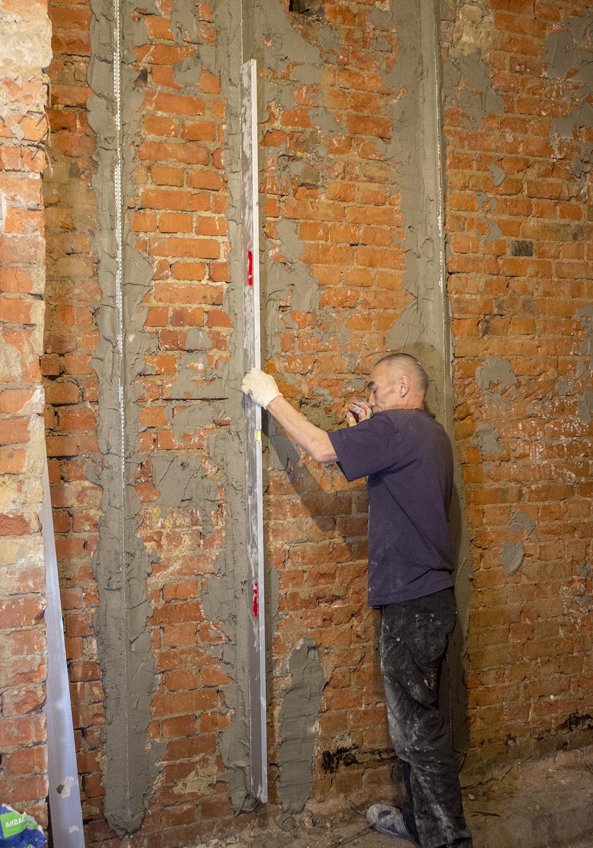 Как выровнять стены в квартире своими руками - пошаговая технология