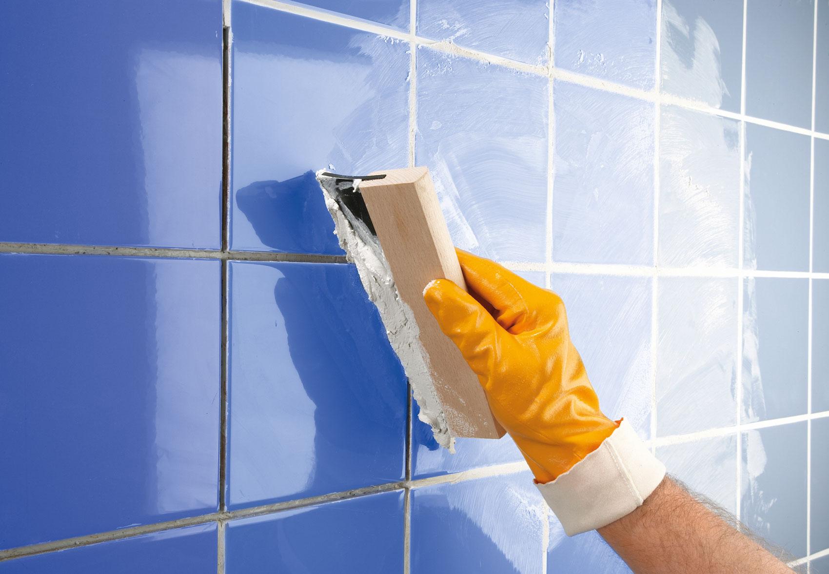 Влагостойкая затирка для швов плитки в ванной: виды и их особенности, правильное нанесение