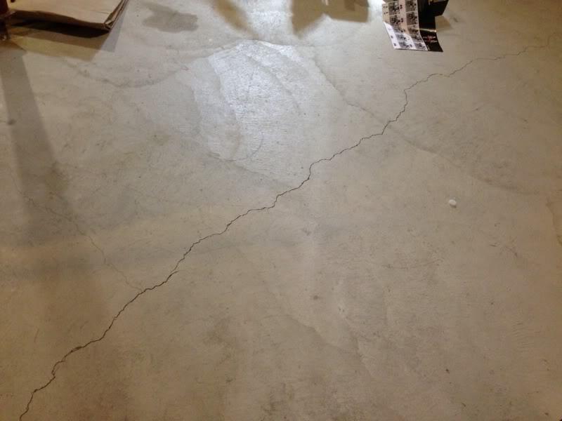 Технология устранения трещин на наливном полу, причины их появления