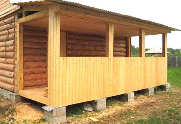 Дровница для бани: дровяник пристроенный к стене своими руками, как сделать возле, фото, наборы с аксессуарами под одной крышей