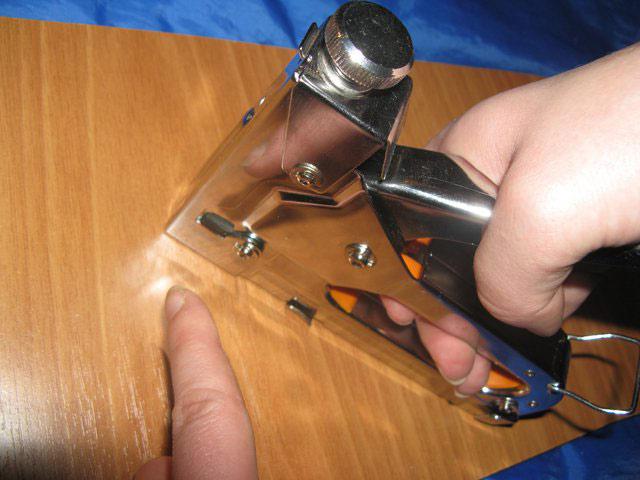 Особенности выбора канцелярского степлера: принцип работы, критерии выбора