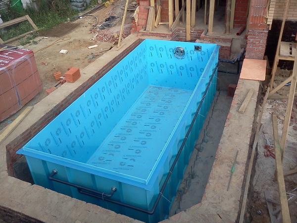 Бассейн в частном доме. как правильно его выбрать, построить и обслуживать? на сайте недвио