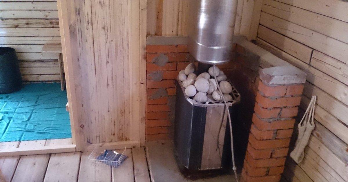 Отделка печи в бане и перегородки возле печки декоративным камнем