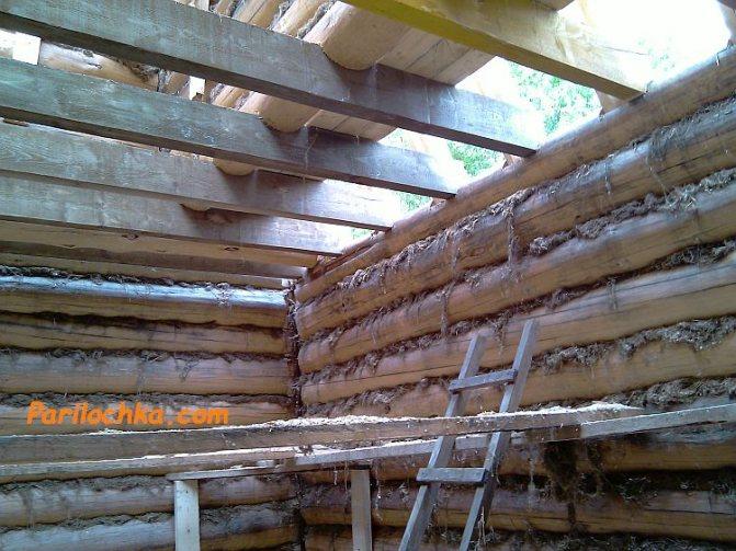 Как сделать потолок в бане из бревен