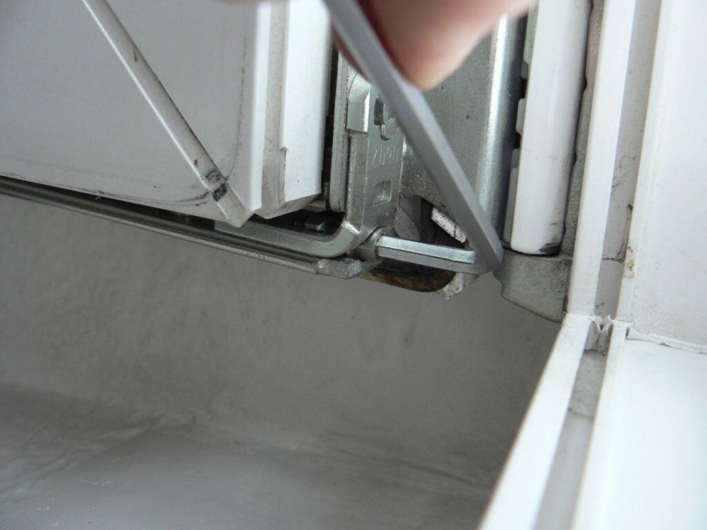Процесс регулировки пластиковых дверей балкона своими руками