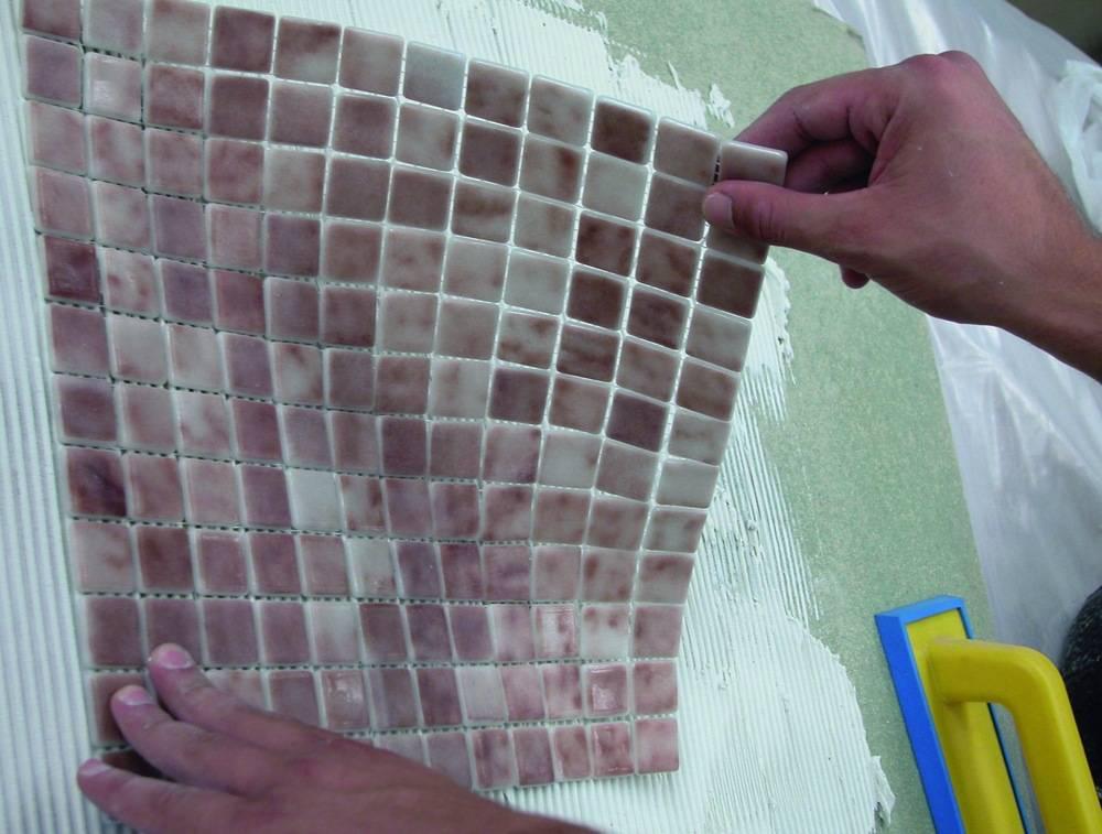 Укладка мозаики: как делают и как класть на стену мозаичную плитку, порядок монтажа и мастер-класс по изготовлению мозаики своими руками